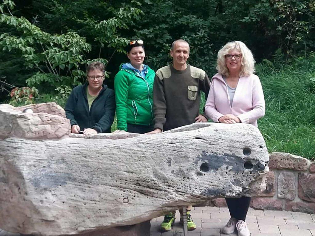 Zertifizierte Experten der Akademie Waldbaden Ausbildung mit Greta Hessel